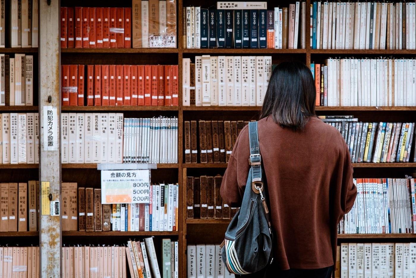 """""""Korisno znanje. Nekada bi se ljudi namučili da dođu do informacije, tražili po različitoj literaturi, pitali učene... Danas olahko dolazimo do istih, ali, pored tih bitnih, imamo i milion nebitnih koje nepotrebno zamaraju naš mozak, a pored toga su i nepouzdane, i ne mogu se iskoristiti. Znamo milion stvari, a nijednu kako bi trebalo."""" A. F.<br>FOTO: pexels.com"""