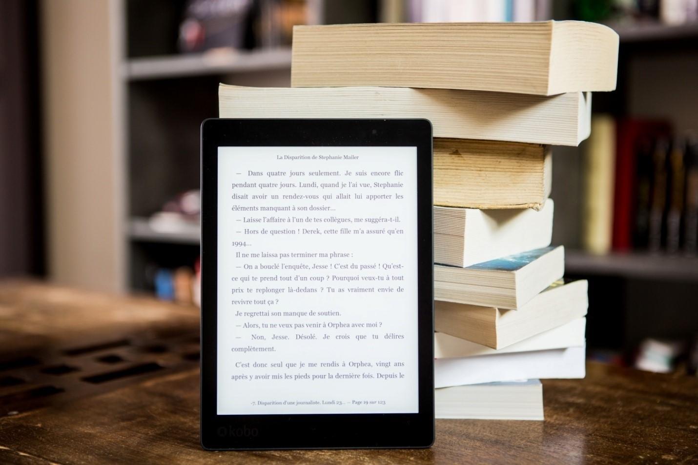 """""""Toplina u komunikaciji. Koliko god željeli da pokažemo emociju preko ekrana, nije moguće je upotpuniti. Svi koristimo isti font. Neki poštuju pravopis, neki manje. Ali, mašina ostaje mašina, iako je iza nje čovjek. Još se nije izgubilo, ali krenuli smo da gubimo knjige. Preuzimamo dosta materijala u PDF formatu, a slast čitanja se time gubi."""" F. K.<br>FOTO: pexels.com"""