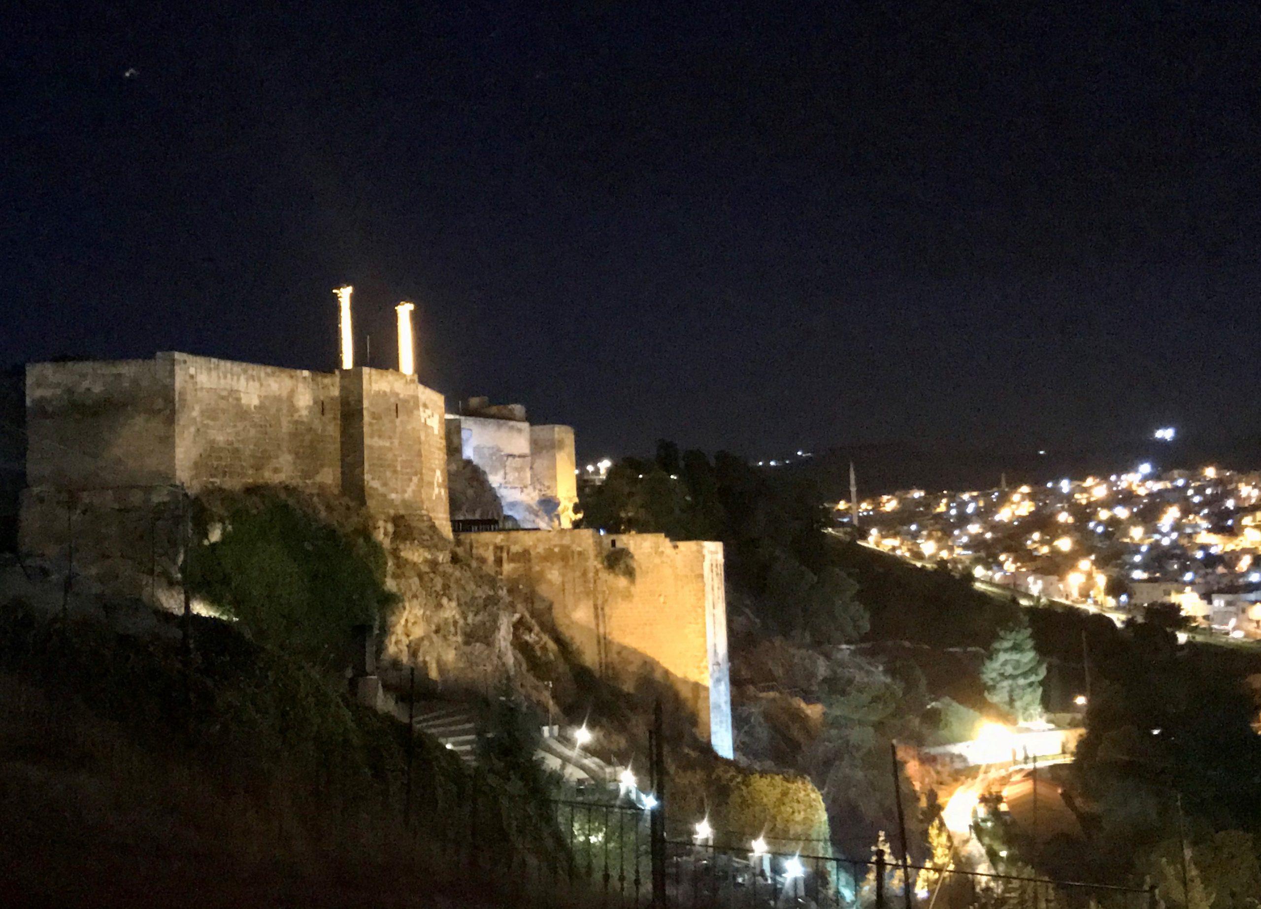 Tvrđava Urfa, na kojoj se mogu vidjeti stubovi koji su korišteni kao katapult. (Foto: Amer Hamzagić)