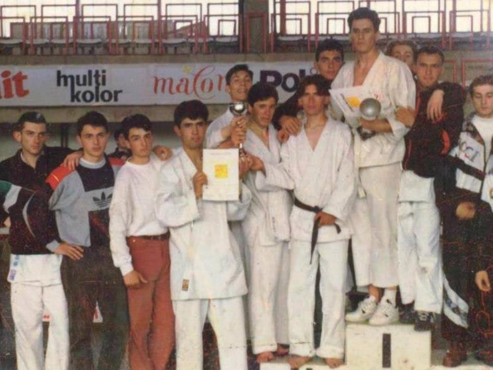 Godine 1994. je u Bitolu postao šampion Makedonije u borbama ekipno, kao kapiten tima, u konkurenciji za mlađe seniore.