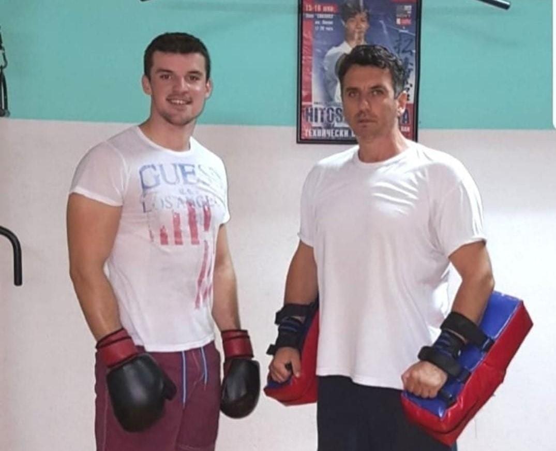 Kik-boks trening. Samir Bačevac, trener, i Naser Dazdarević, jedan od najboljih studenata ikad na departmanu za pravne nauke na DUNP-u (s desna na lijevo).